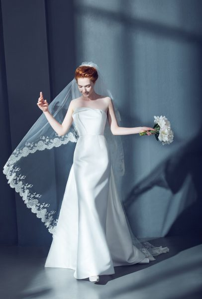 Cathedral Bridal Veil in Tulle with Lace | Kleinfeld Bridal