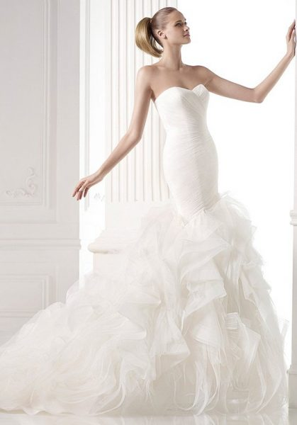 Modern mermaid wedding dress kleinfeld bridal modern mermaid wedding dress by pronovias image 1 junglespirit Gallery
