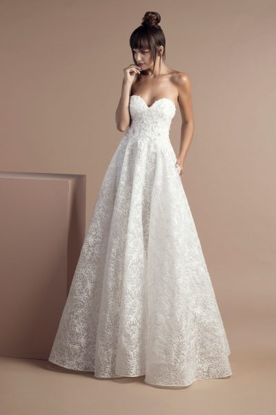 Classic Ball Gown Wedding Dress by Tony Ward - Image 1