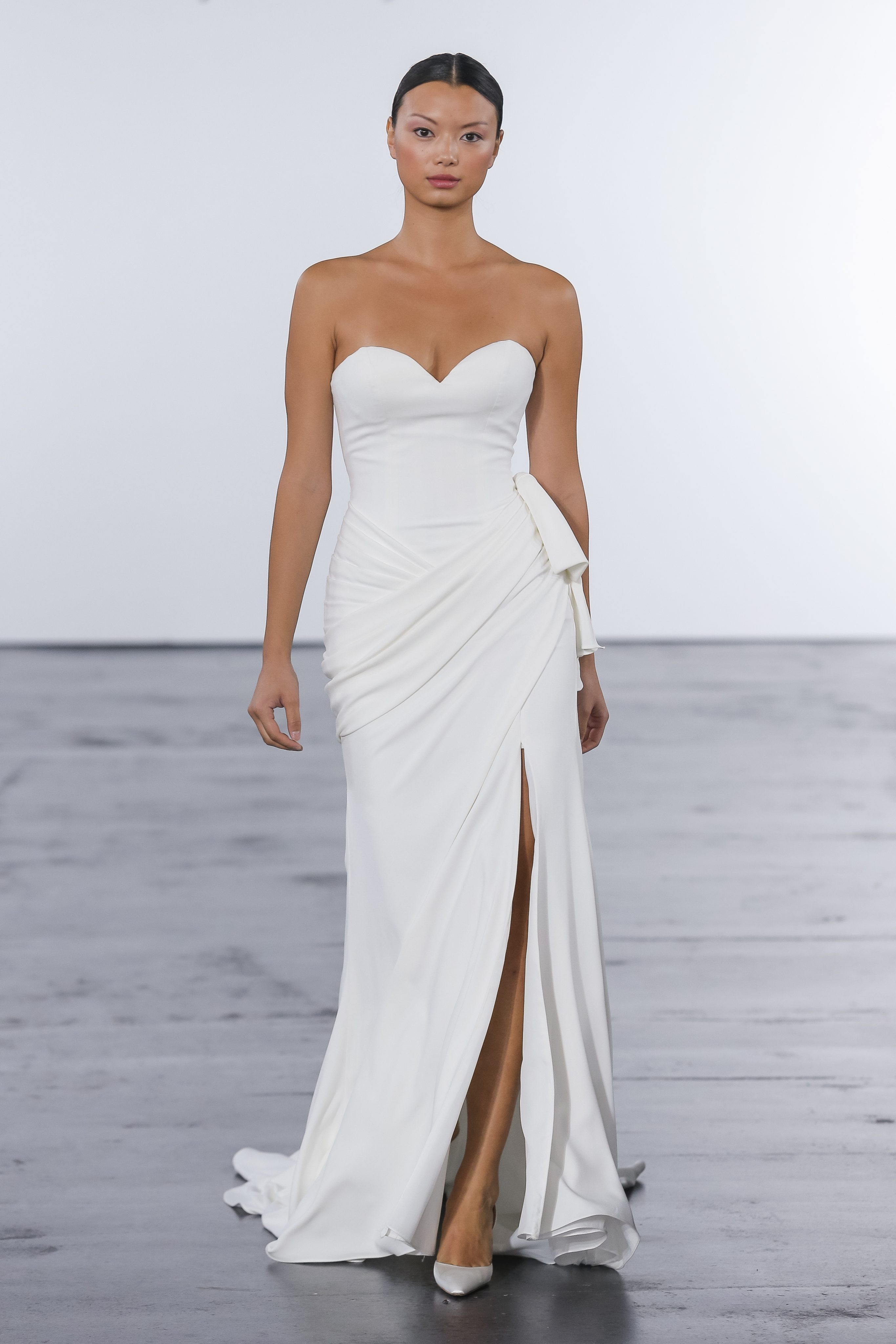 27b6d0e094f5 Classic Sheath Wedding Dress
