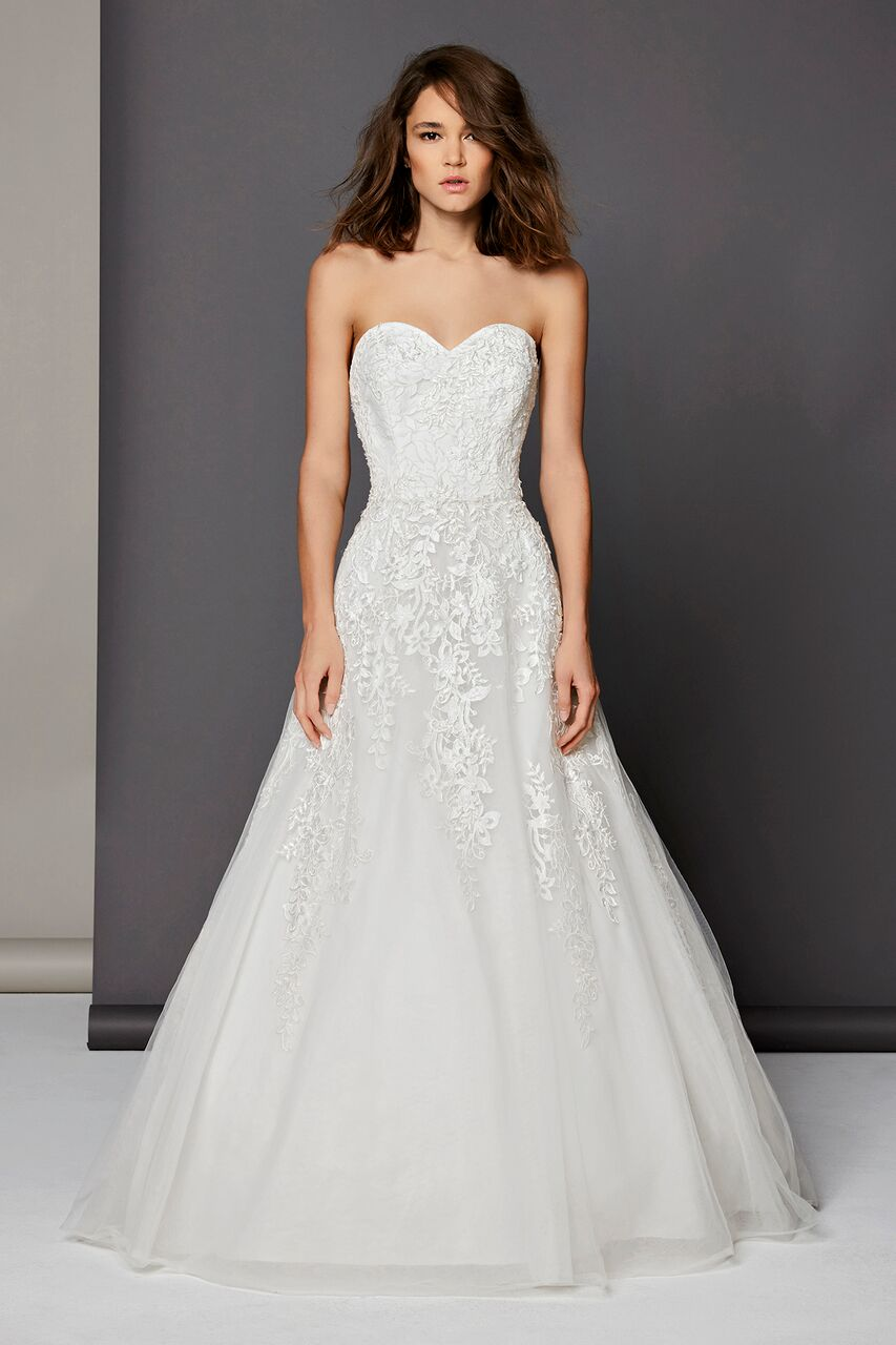 Romantic a line dress kleinfeld bridal for Kleinfeld wedding dresses with sleeves