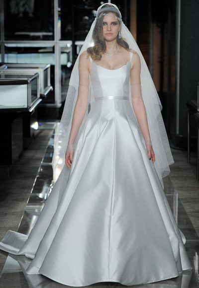 Classic Scoop Simple by Reem Acra