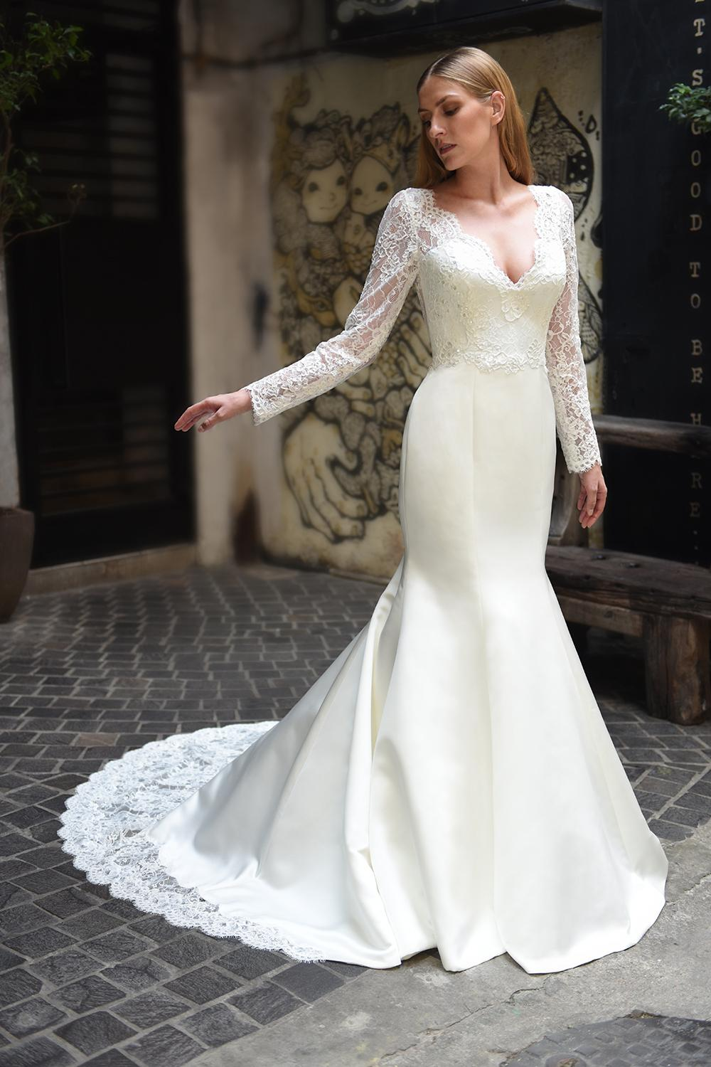 Scalloped V-neck Long Sleeve Lace Wedding Dress | Kleinfeld Bridal