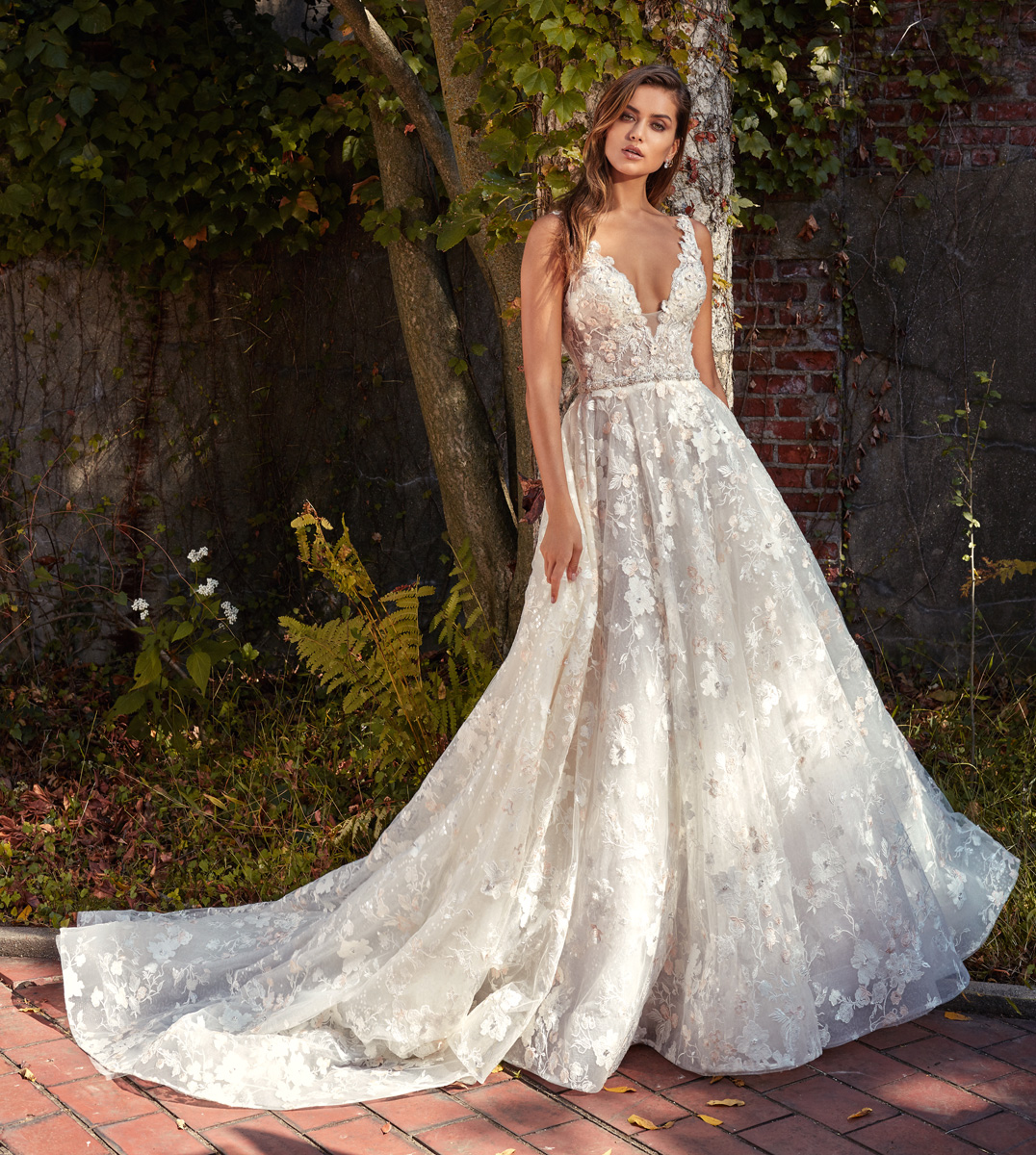 Wedding Gown Stores Nyc: Beaded Lace V-neck Flower Appliqué A-Line Wedding Dress