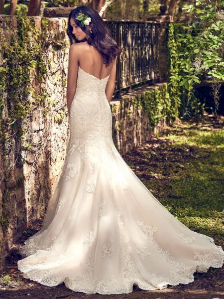 Embelllished Lace Sweetheart Neck Fit And Flare Wedding Dress by Maggie Sottero - Image 2