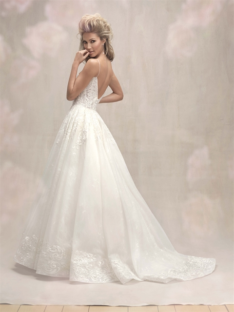 V Neck Spaghetti Strap Lace Detailed Ball Gown Wedding