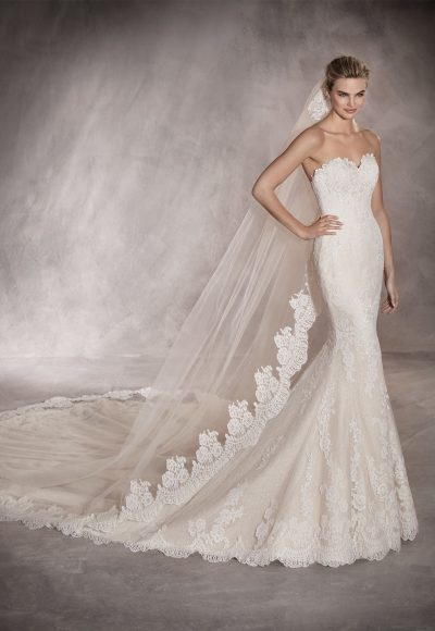 Scalloped Sweetheart Neckline Lace Mermaid Wedding Dress by Pronovias