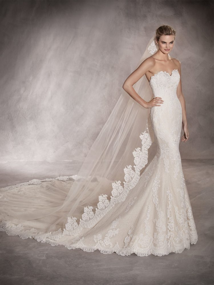 Scalloped Sweetheart Neckline Lace Mermaid Wedding Dress by Pronovias - Image 1