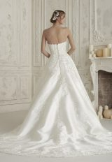 Strapless Sweetheart Neck Floral Applique Bll Gown Wedding Dress by Pronovias - Image 2