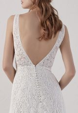 Sleevelsss V-neck Detailed A-line Wedding Dress by Pronovias - Image 2