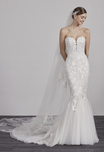 Sweetheart Neck Lace Applique Mermaid Wedding Dress by Pronovias