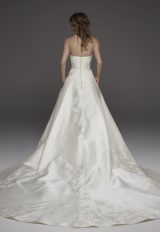 Sweetheart Neckline Silk Ball Gown Wedding Dress by Pronovias - Image 2