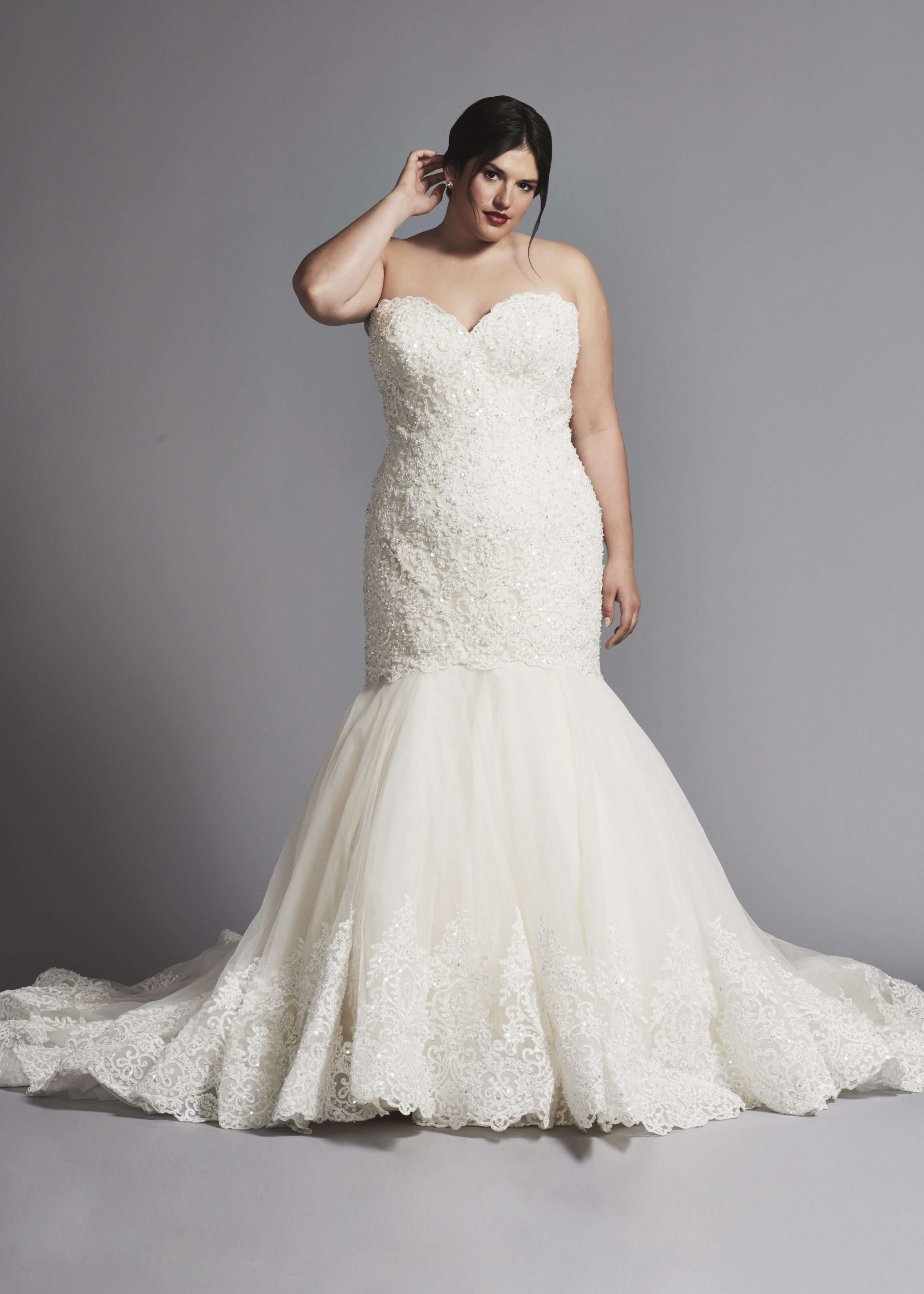 mermaid wedding dress with beaded lace bodice and tulle skirt | kleinfeld bridal