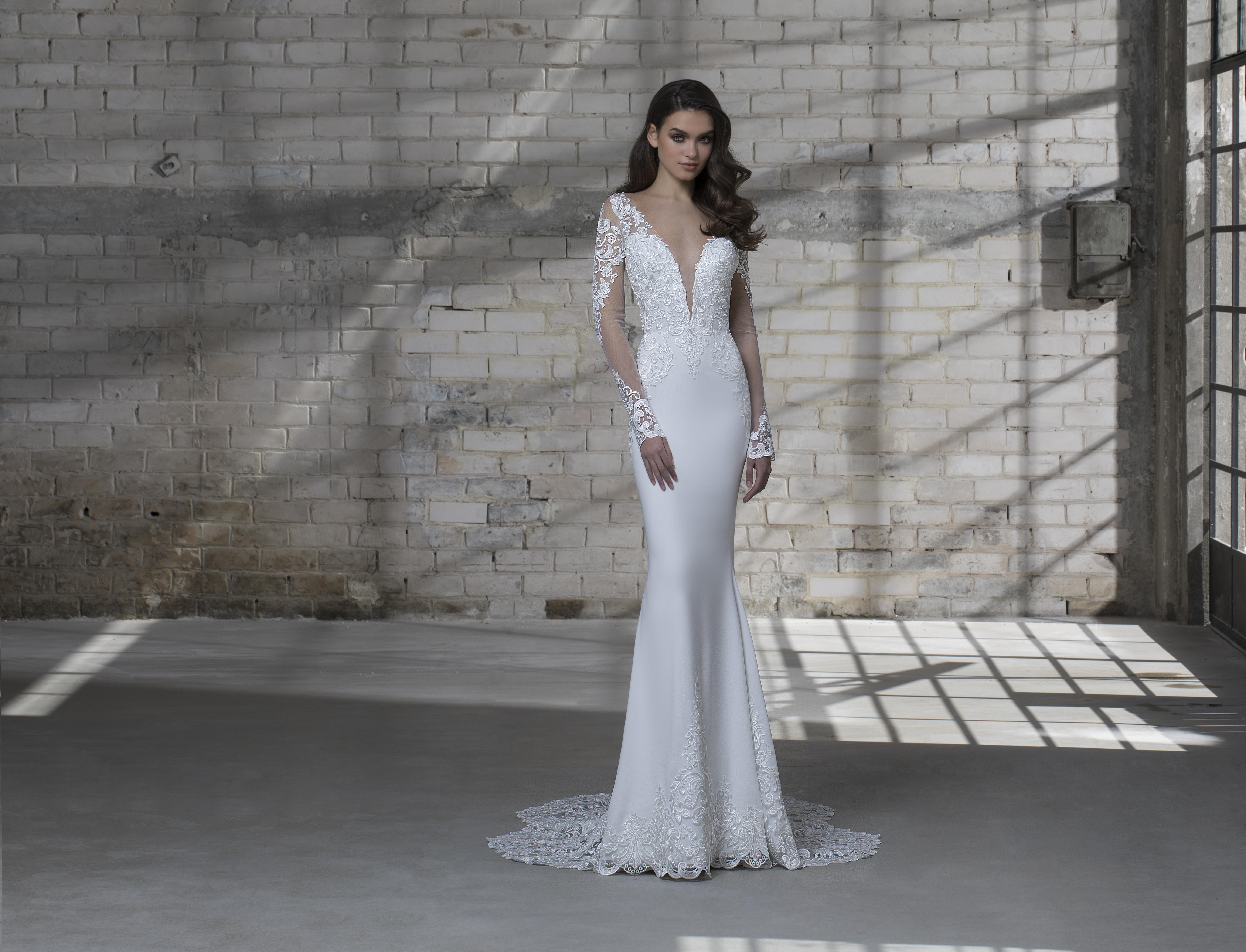 Long Sleeve Illusion Sheath Vneck Wedding Dress With Detachable Tulle Overskirt Kleinfeld Bridal: Kleinfeld Wedding Dresses Pnina Tornais Area At Reisefeber.org