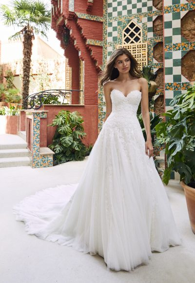 Strapless Sweetheart A-line Lace And Tulle Wedding Dress With Dramatic Train by Pronovias x Kleinfeld
