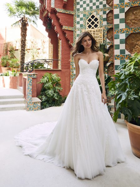 Strapless Sweetheart A Line Lace And Tulle Wedding Dress With Dramatic Train