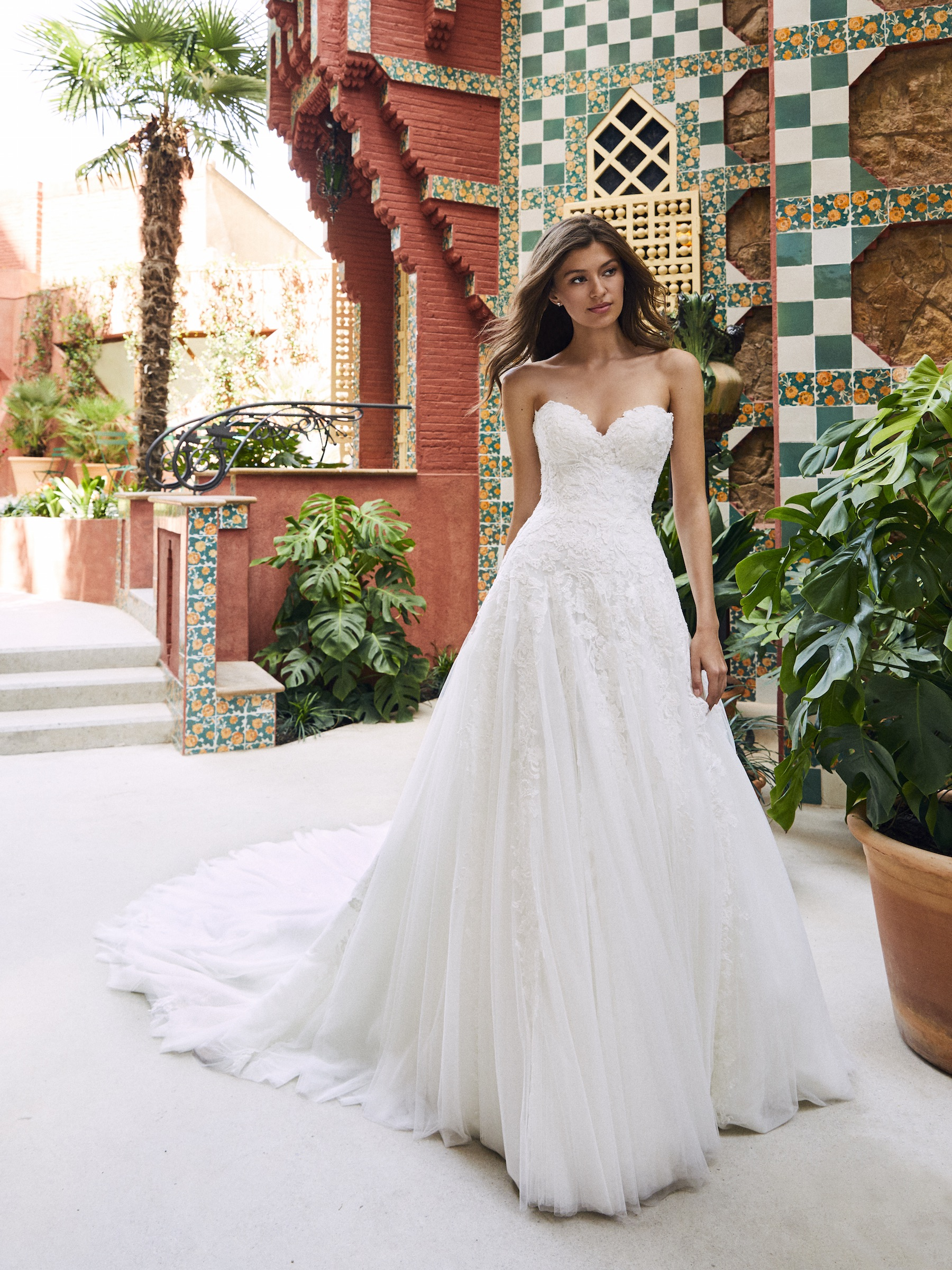 Strapless Sweetheart A Line Lace And Tulle Wedding Dress With Dramatic Train Kleinfeld Bridal