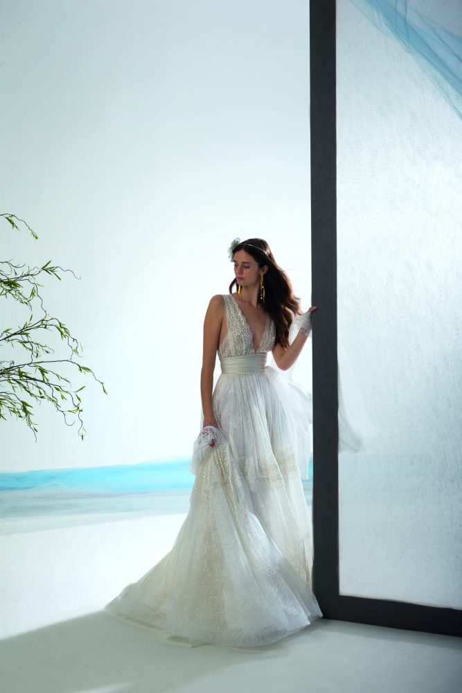 Sleeveless V-neck A-line Lace Wedding Dress by Le Spose Di Gio - Image 3