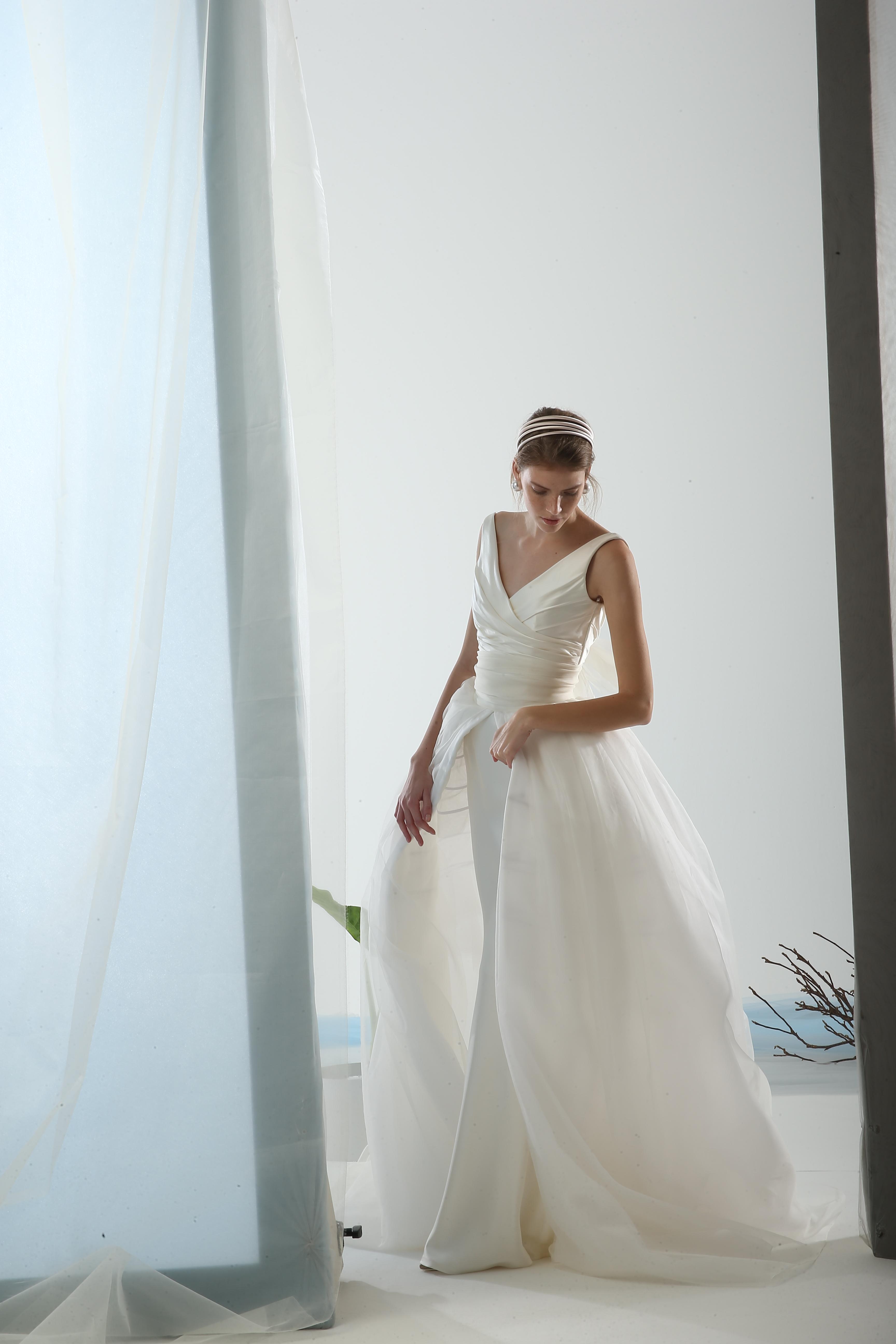 Sleeveless V Neck Back Detailed Ball Gown Wedding Dress Kleinfeld