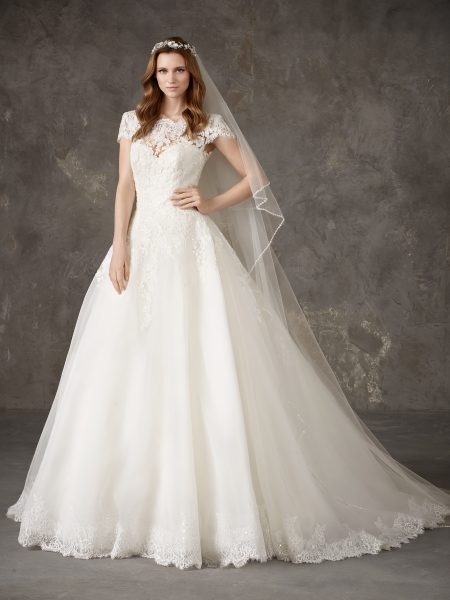 Bateau Neckline Lace Bodice Full Skirt Ball Gown Wedding Dress by Pronovias - Image 1