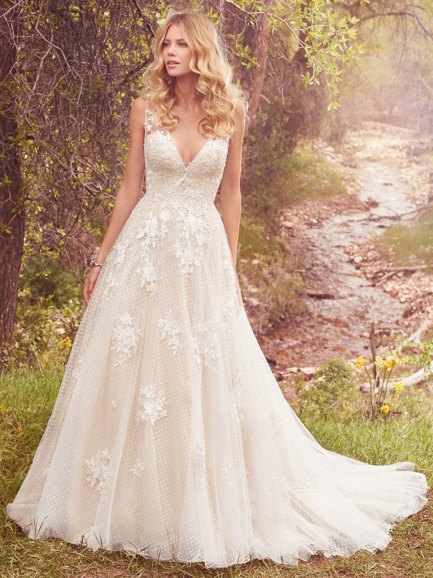 Sleeveless V-neck Lace Appliqued A-line Wedding Dress