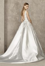 Sleeveless Beaded Applique V-neck Bodice Ball Gown Wedding Dress by Pronovias - Image 2