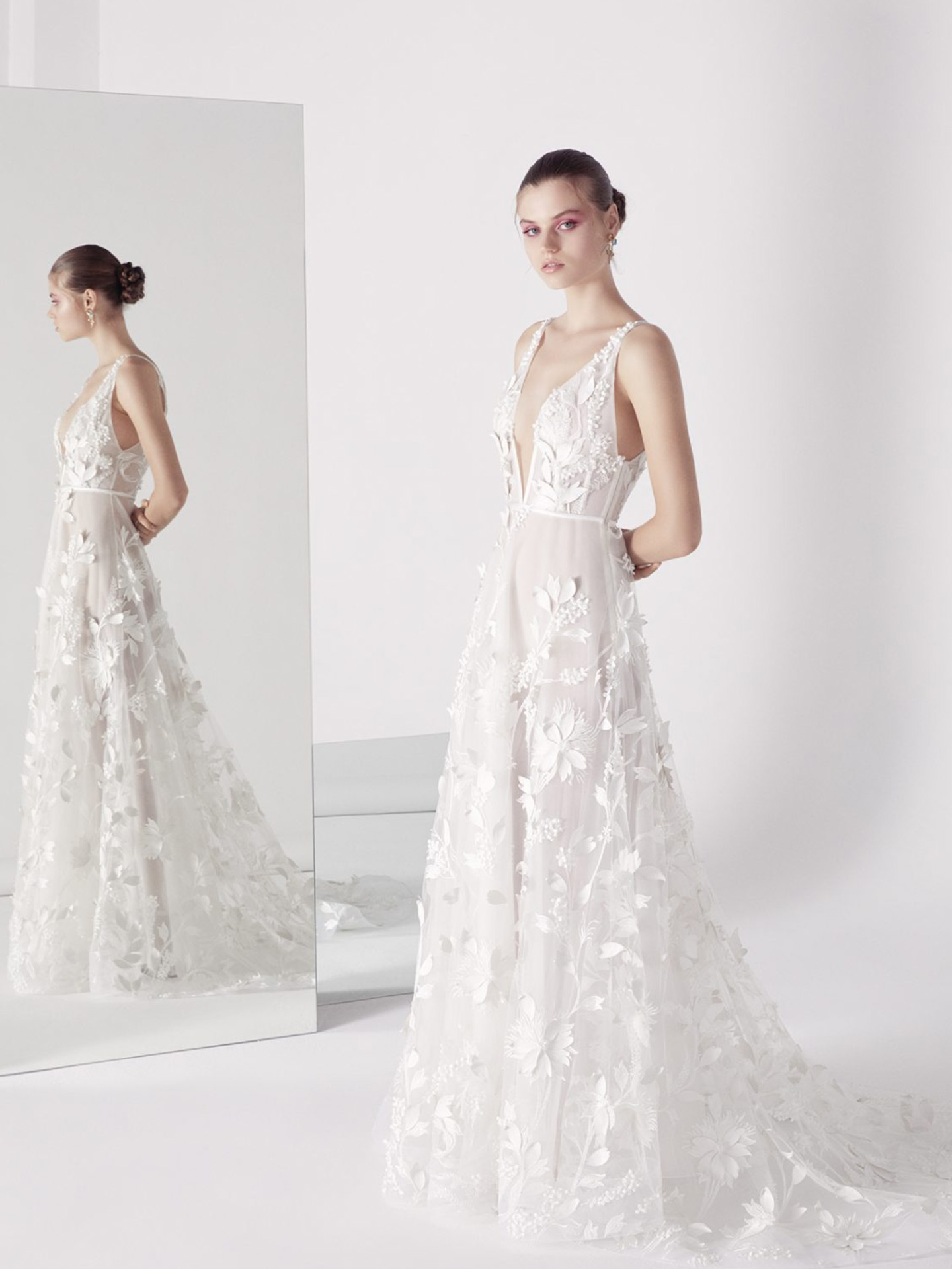 suzanne-harward-plunging-v-neck-sleeveless-appliqued-a-line-wedding-dress