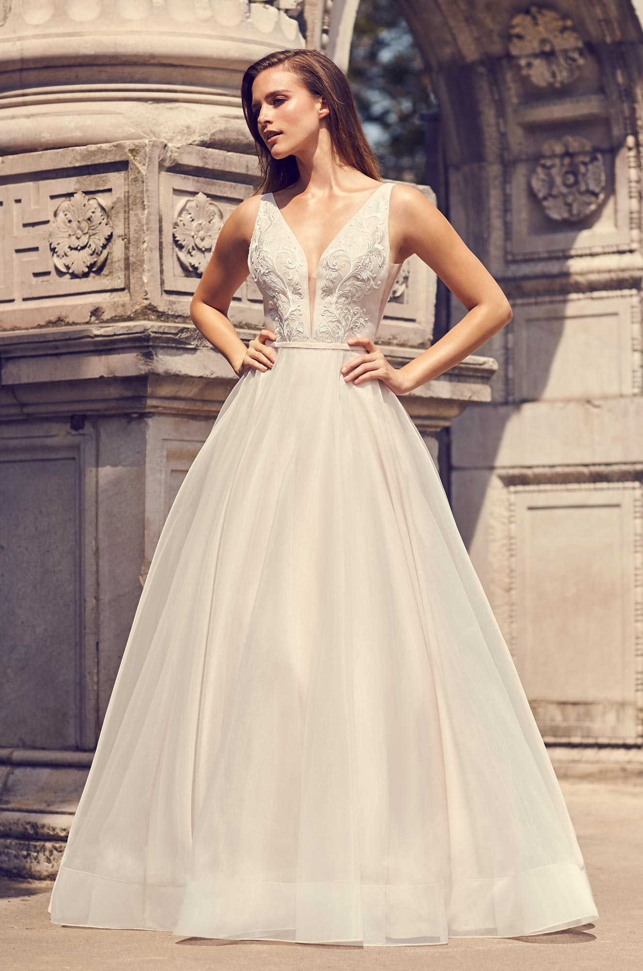 Sleeveless V Neck A Line Wedding Dress With Illusion And Pockets