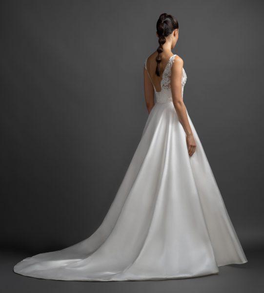 Scalloped V-neck Natural Waist Silk Skirt A-line Wedding Dress by Lazaro - Image 2