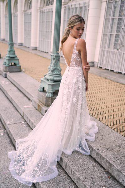 Anna Campbell Kleinfeld Bridal
