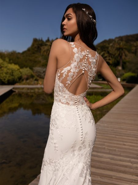 V-neck Crepe Mermaid Wedding Dress by Pronovias - Image 2