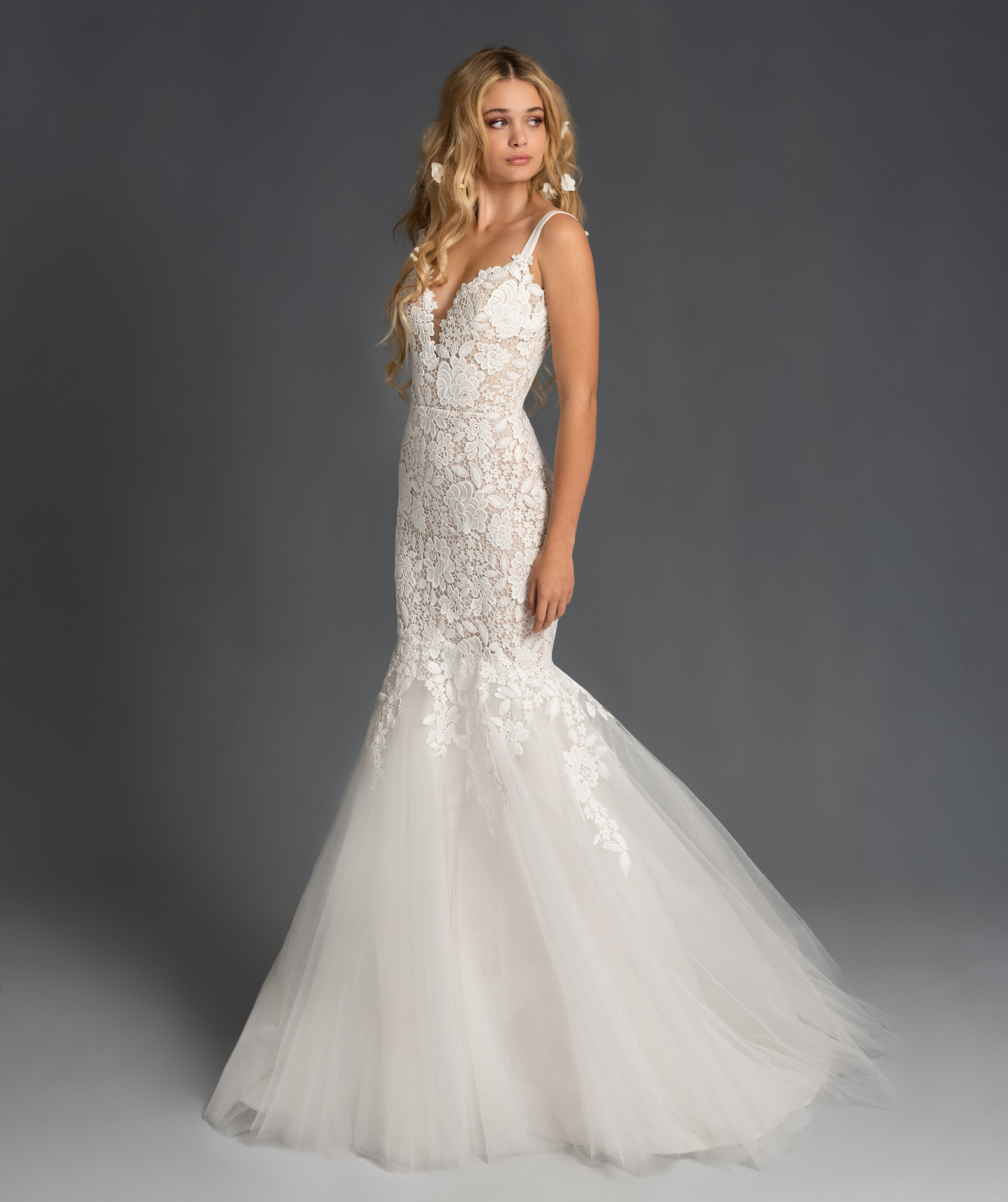 Sweetheart Neckline Lace Fit And Flare Tulle Wedding Dress
