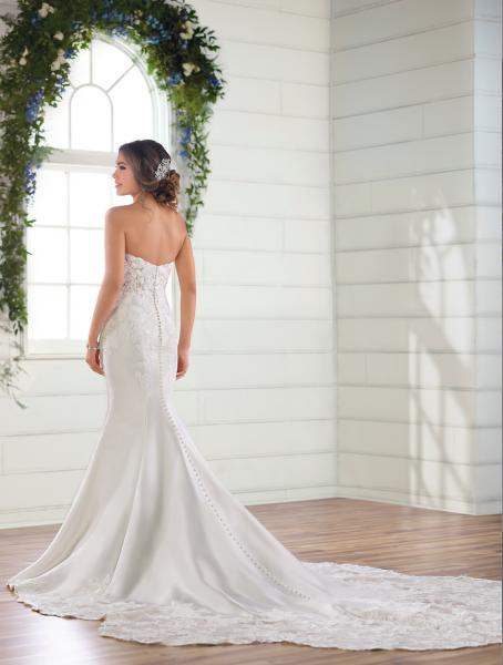 Strapless sweetheart mermaid wedding dress by Essense of Australia - Image 2