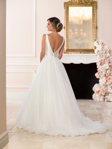 V-neck Tulle Ball Gown Wedding Dress by Stella York - Image 2