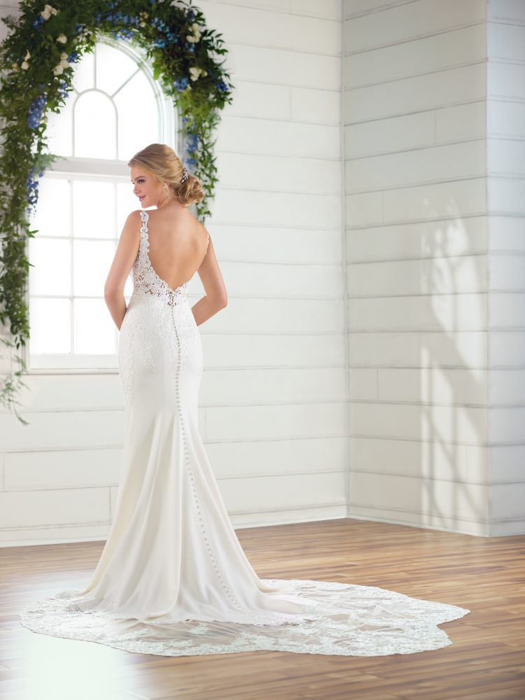 V-neck crepe wedding dress by Essense of Australia - Image 2