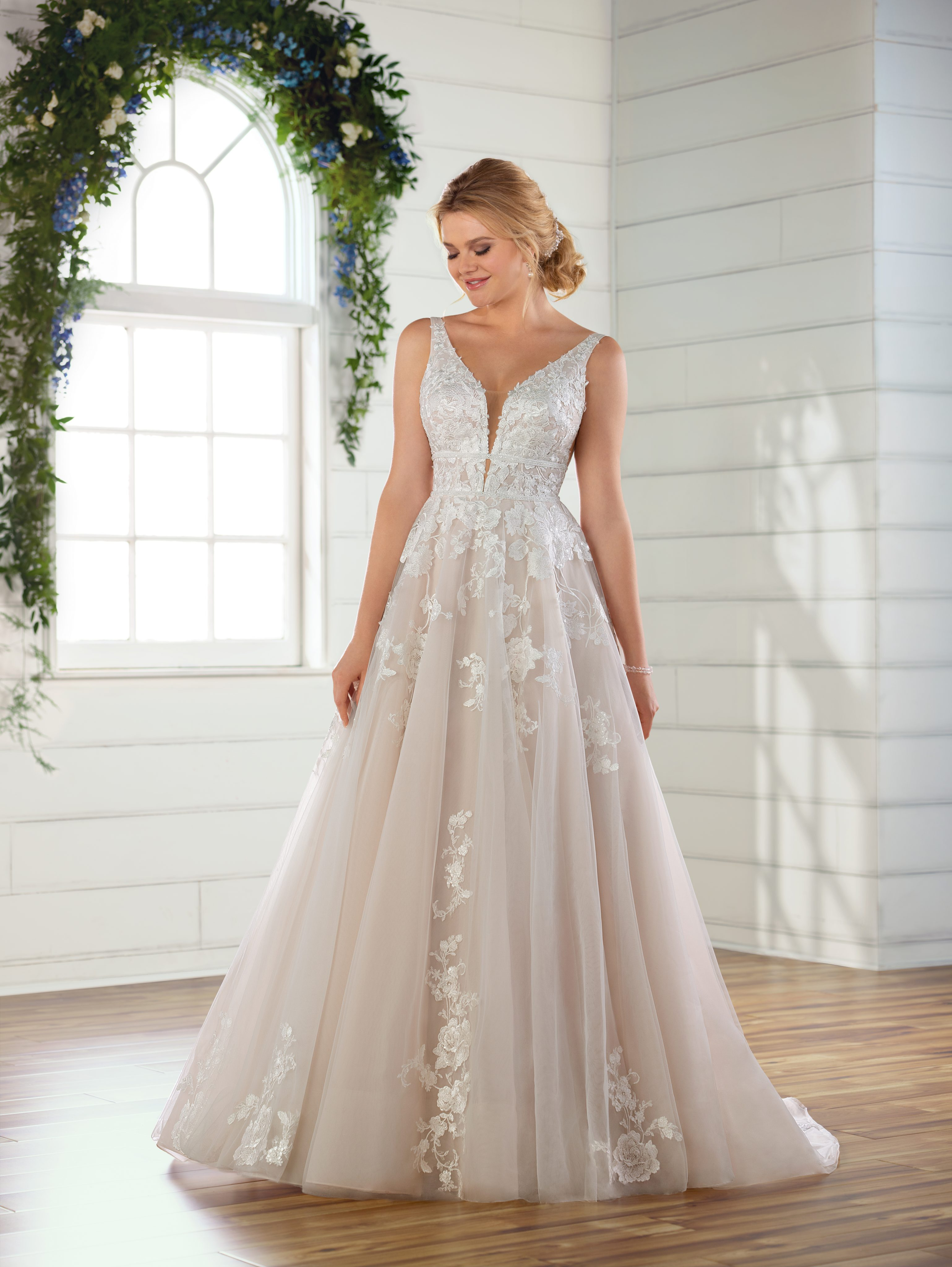 Sleeveless V Neck Floral Lace Embroidered A Line Wedding