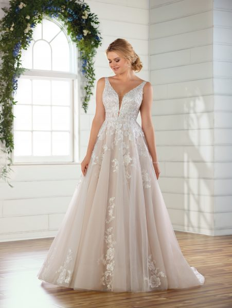 Sleeveless V-neck floral lace embroidered A-line wedding dress by Essense of Australia - Image 1
