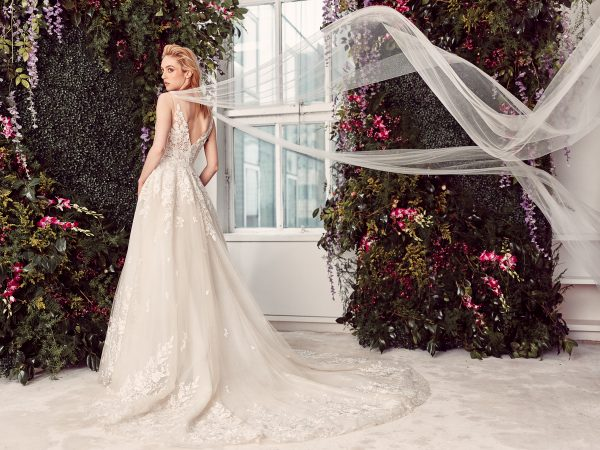 Sleeveless V-neck Lace Ball Gown Wedding Dress by Rivini - Image 2