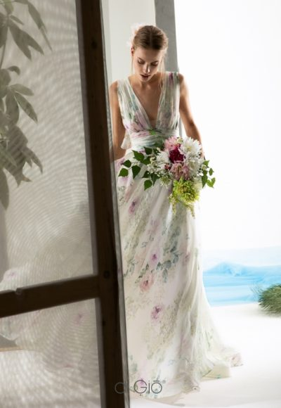 Sleeveless V-neck floral wedding dress by Le Spose Di Gio