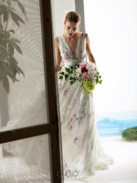 Sleeveless V-neck floral wedding dress by Le Spose Di Gio - Image 1