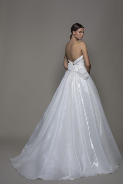 Liquid Organza Strapless Sweetheart Neckline Ball Gown Wedding Dress by Pnina Tornai - Image 2