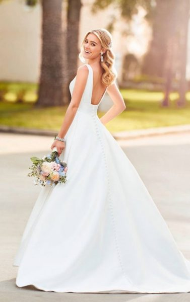 Sleeveless V-Neck Ballgown Wedding Dress With Buttons Down The Back by Stella York - Image 2