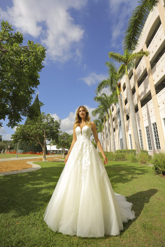 Sleeveless Tulle Ball Gown Wedding Dress by Randy Fenoli - Image 1