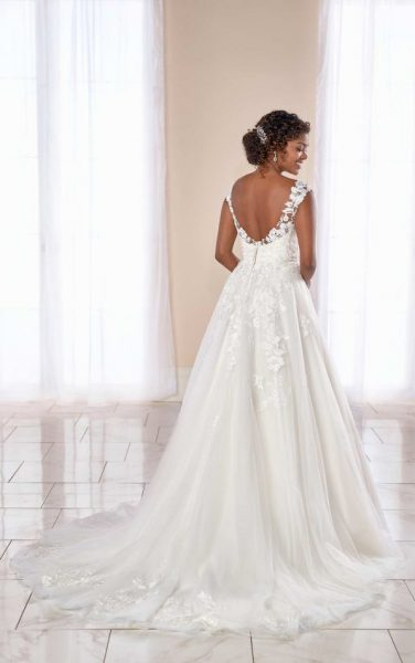 Cap Sleeve V-neck Lace Ball Gown Wedding Dress by Stella York - Image 2