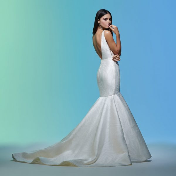 Sleeveless V-neckline Simple Mermaid Wedding Dress by Lazaro - Image 2