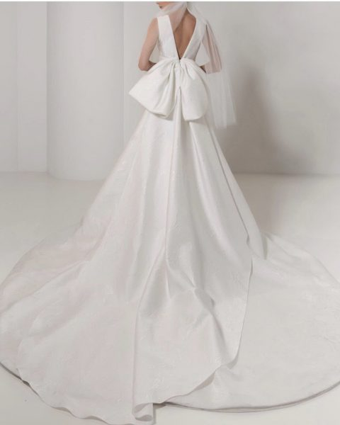 Sleeveless V-Neck Textured Ball Gown Wedding Dress by Reem Acra - Image 2
