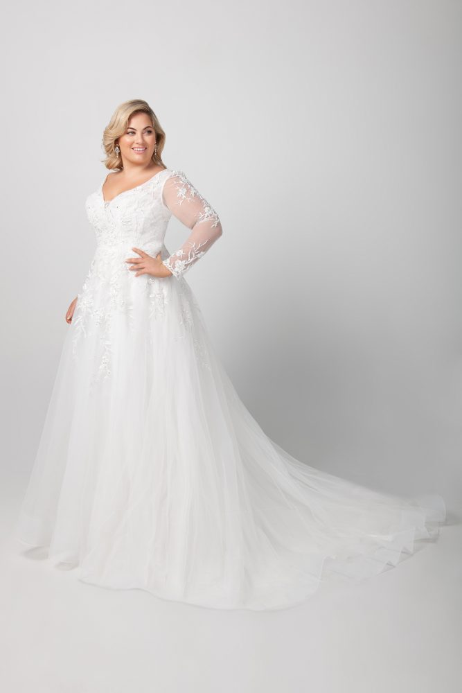 Long Sleeve Lace A-line Wedding Dress by Michelle Roth - Image 2