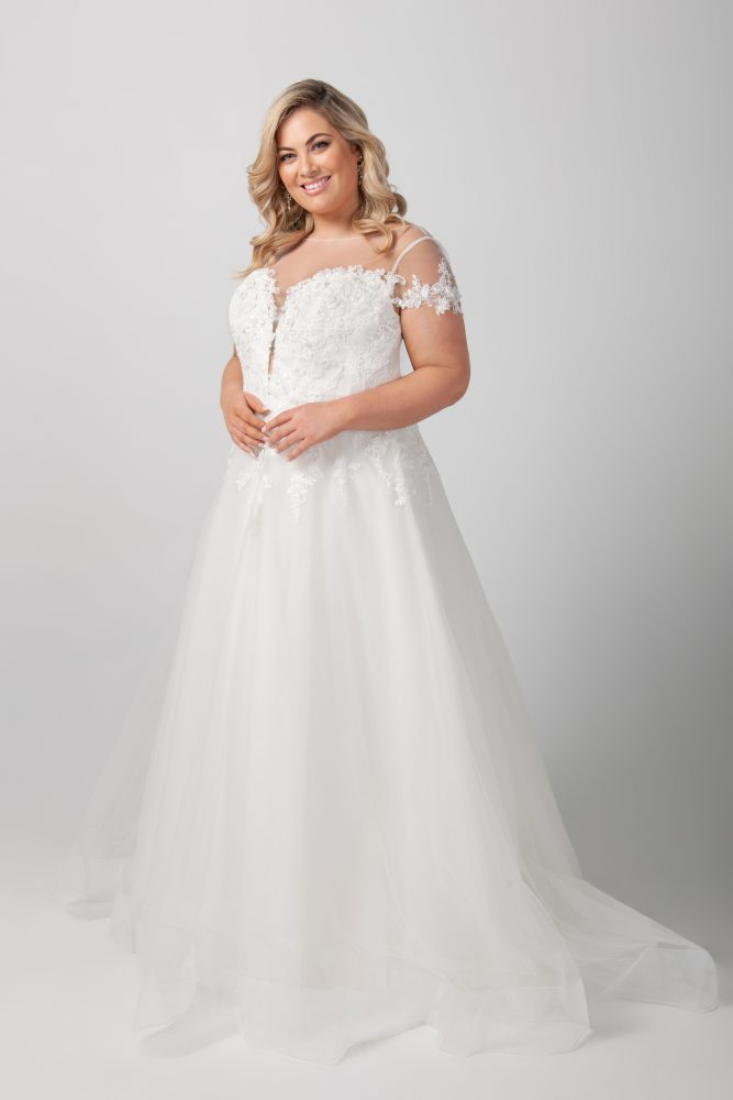 Short Sleeve Illusion Neckline Applique Bodice With Tulle Skirt Wedding Dress by Michelle Roth - Image 2