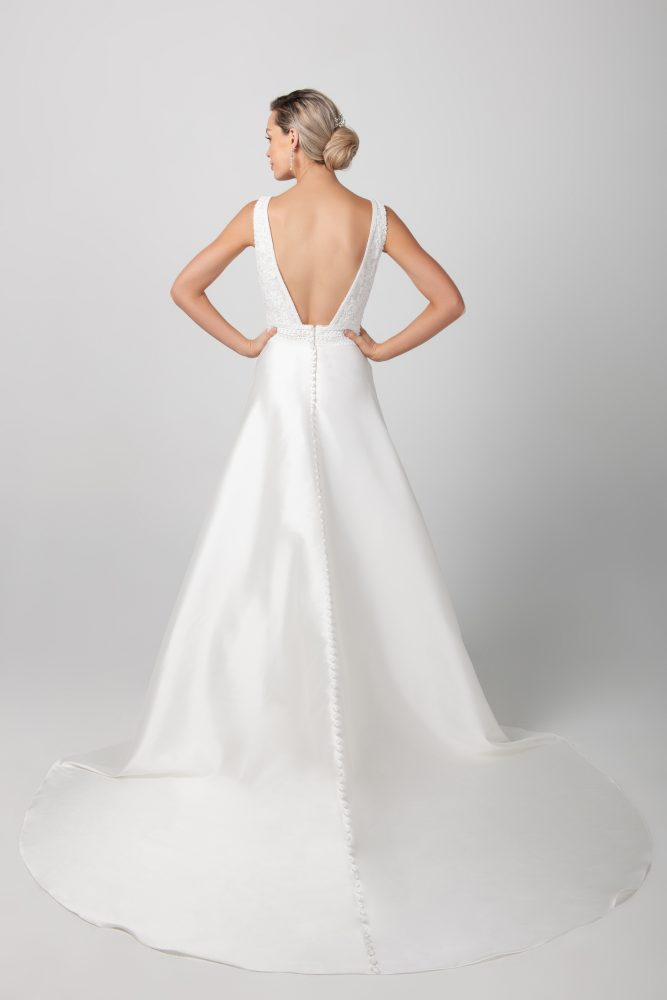 Sleeveless V-neckline With Miakdo Skirt A-line Wedding Dress by Michelle Roth - Image 2