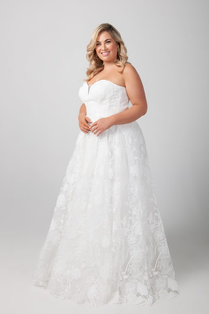 Strapless A-line Sweetheart Neckline Lace Wedding Dress by Michelle Roth - Image 2